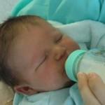 授乳中に赤ちゃんが寝てしまう!大丈夫なの?先輩ママのおすすめの対処法